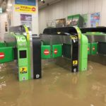 【悲報】横須賀線・湘南新宿ラインは武蔵小杉駅は当面の間列車が停車せず(通過) 台風で改札口浸水のため