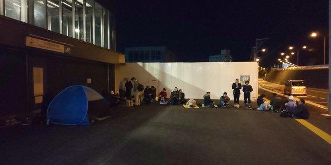 羽沢横浜国大駅全駅記念入場券発売 前日から徹夜組並ぶ マイカー路駐やテントなどの迷惑行為も 転売ヤーが出現し倍額の8000円で取引