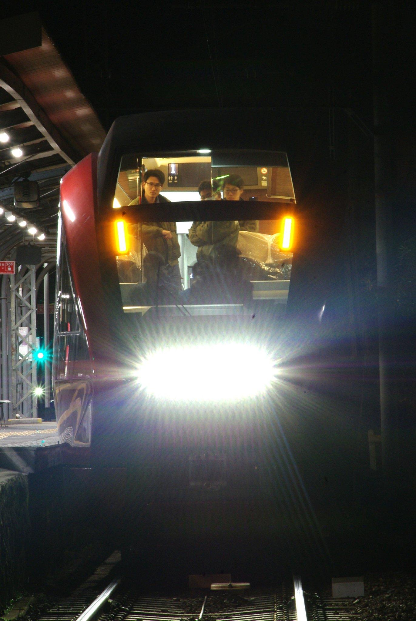 深夜に新型名阪特急「ひのとり」初の本線試運転! 近鉄大阪線で