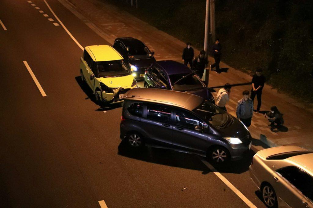103系とクモニ83006が陸送 レンタカーで来た運転初心者の撮影者同士の交通事故も