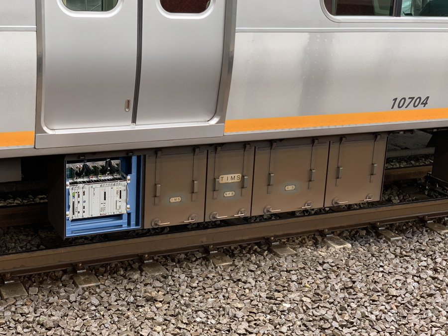 出区の時点で付け忘れか 相鉄10000系床下機器の蓋が外れたまま運転か 乗客の指摘で発覚