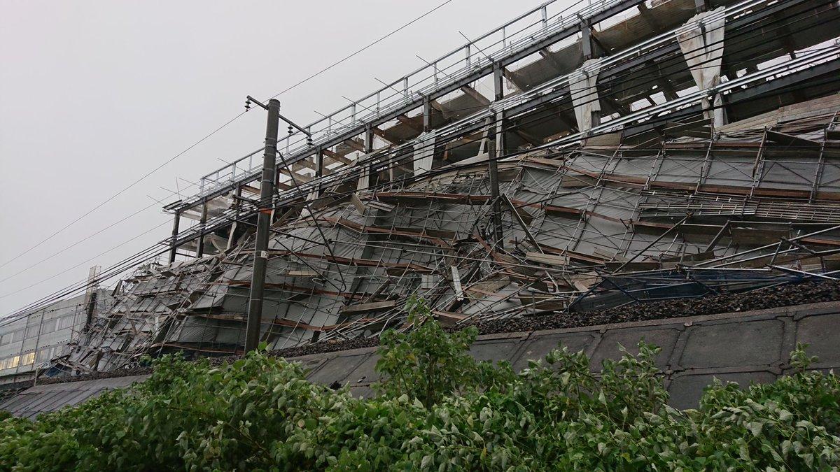 【JR大和路線】9日も王寺~JR難波間は始発から運転見合わせも6時頃に運転再開 強風で柏原庁舎の足場が崩れ線路・架線支障の影響