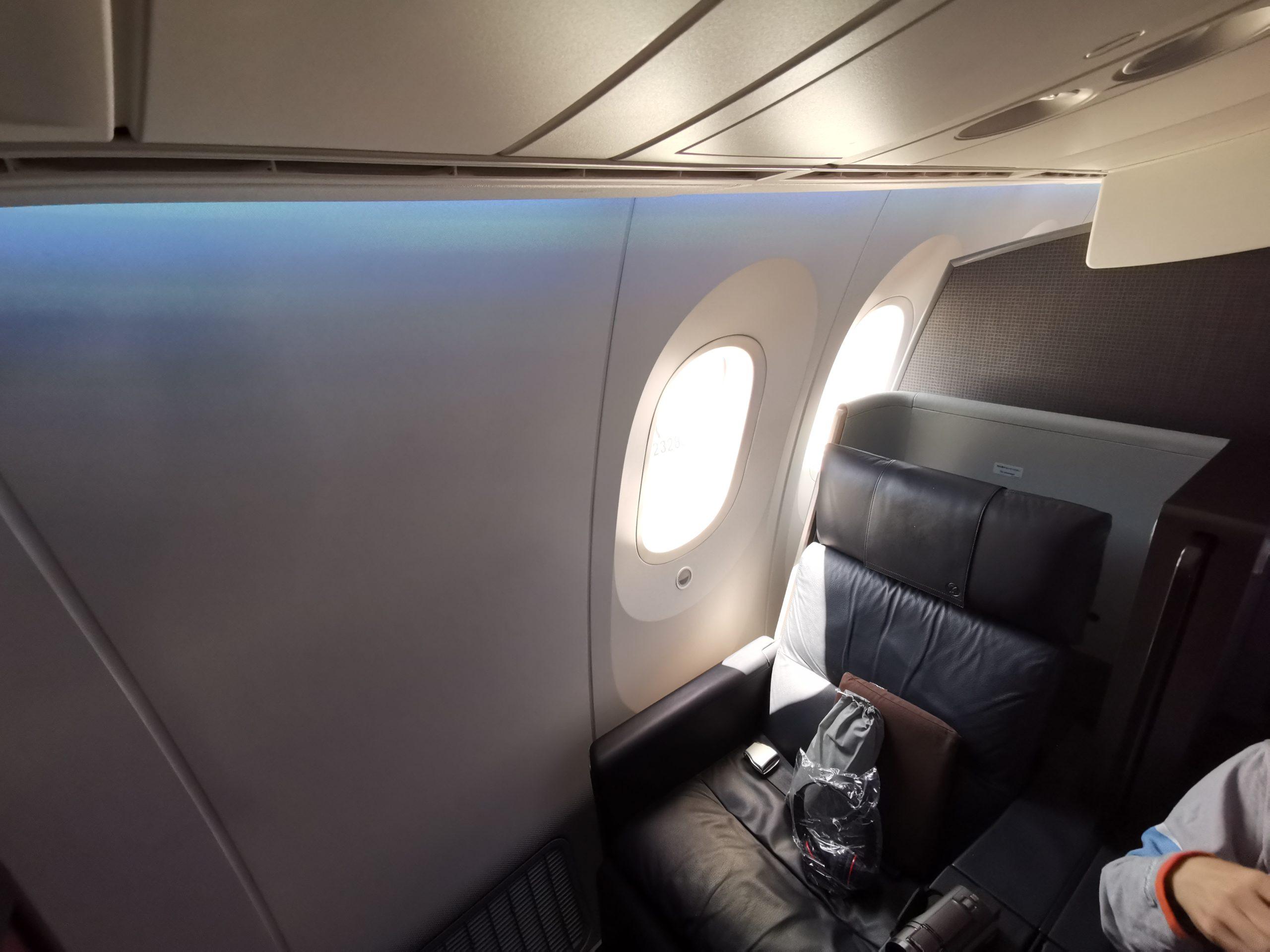 【たった6席】787-8(788) JALファーストクラスに搭乗してきた 上級会員しか入れない羽田空港のダイヤモンド・プレミアラウンジにも行ってみた