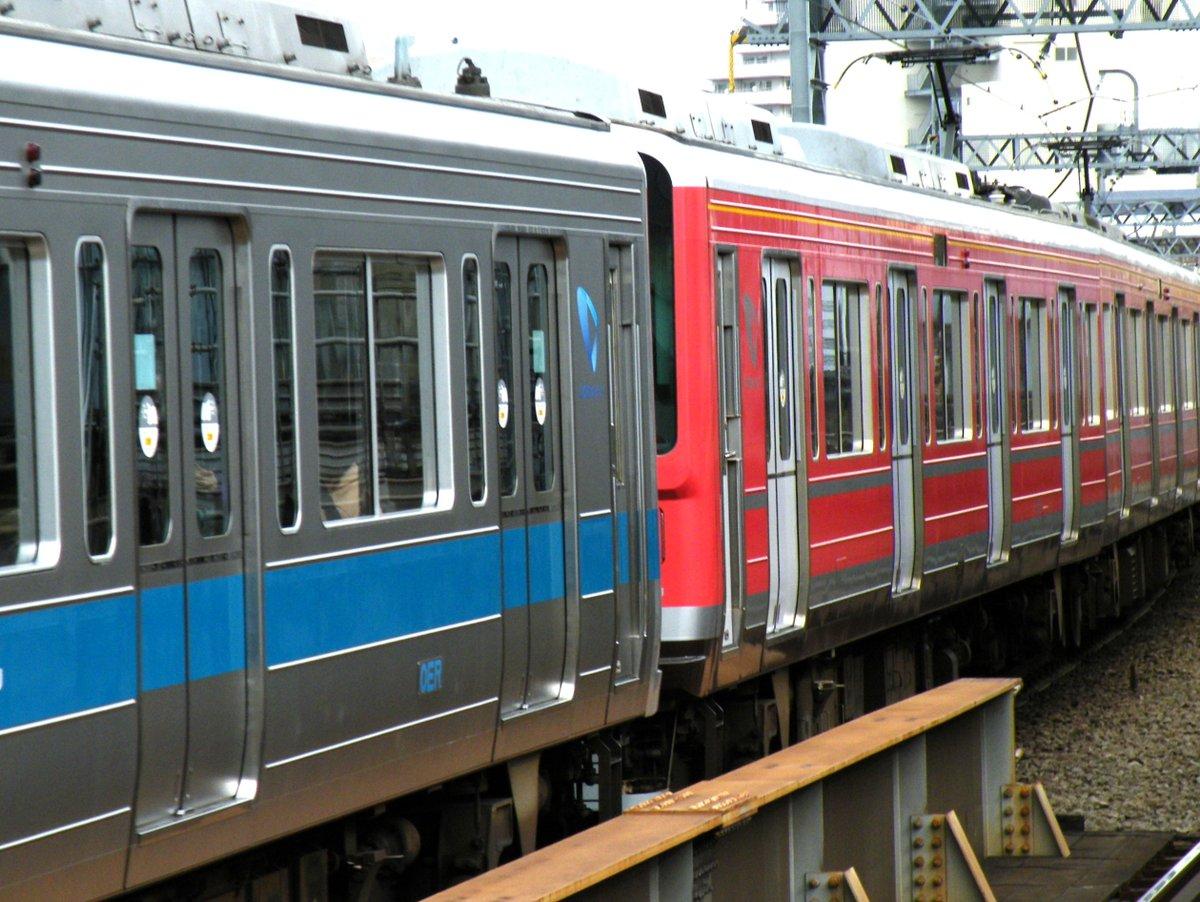 【小田急全線で赤と銀の1000形が併結運転】箱根登山電車運転再開記念 車内ではBGMも