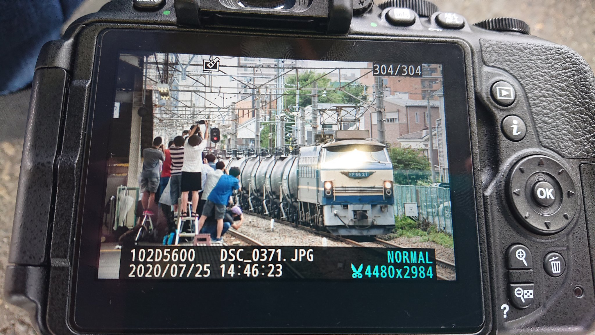 【怖くて一緒に撮りたくない】 三密にホームからはみ出し 撮り鉄が酷すぎて同業者からも苦言が なぜこの機関車「だけ」人気なのか