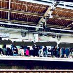 【京成3500形で駅がお祭り騒ぎに】昼間から撮り鉄がホームで大暴走 晒し合戦に三密なんでもあり 走る場所が違うだけで狙いはただの通勤列車