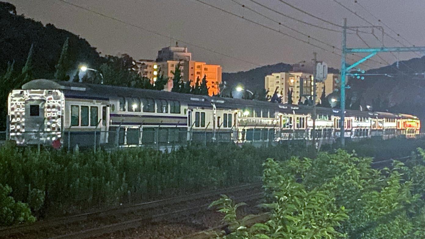 【横須賀・総武快速線】E235系1000番台のグリーン車が6両まとめてJ-TREC横浜を出場