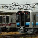 【キハ110置き換えか?】八高線に秋田車GV-E400系が初入線 東武30000系と並ぶ珍しい光景が