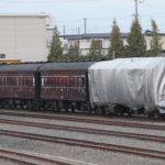 【譲渡か?解体か?】JR北海道旭川運転所に放置されていた旧型客車を覆っていたシートが剥がされる 今後の行方は
