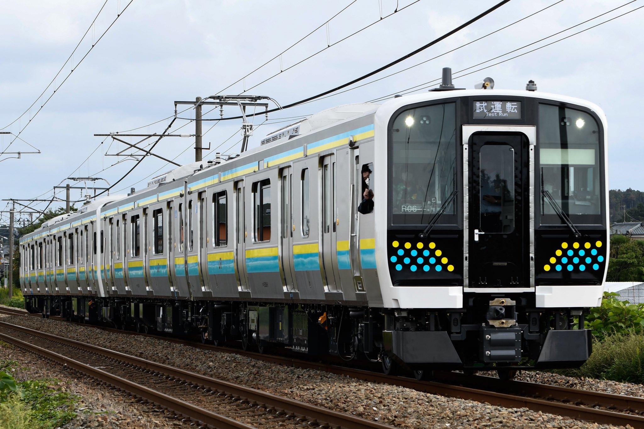 【車外カメラ初搭載】E131系マリR05+R06編成 J-TREC新津出場試運転 作業員が車外に顔出す姿も