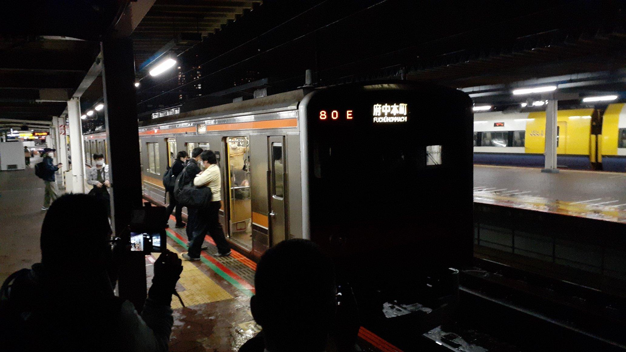 【意地でも撮らせない】武蔵野線205系運転士が葬式鉄を排除 駅停車中に前照灯を消灯 真っ暗でまともに撮影できず
