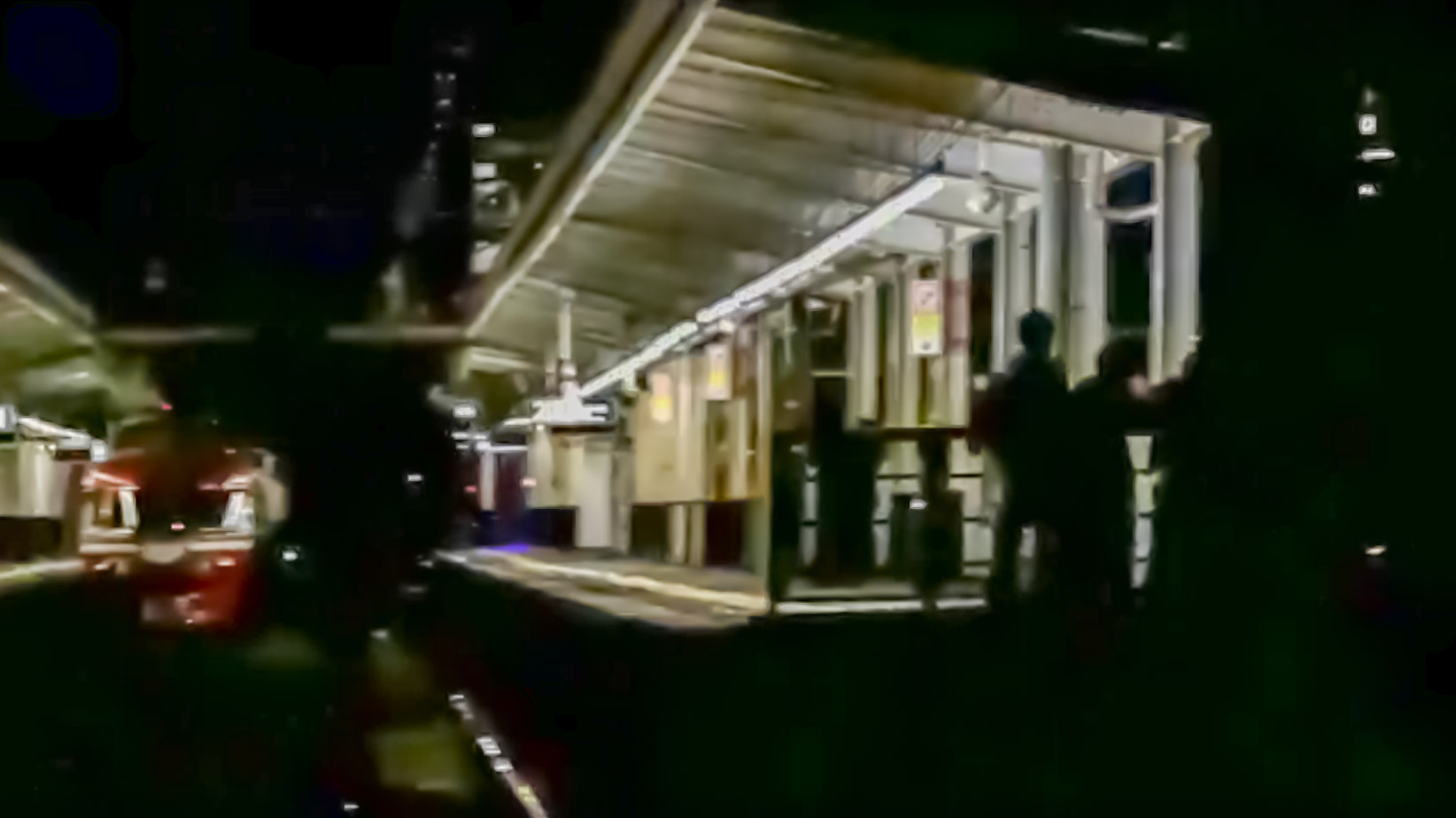 【小田急NSE深夜回送】撮り鉄が営業時間外の駅に不法侵入 深夜の住宅街に響く罵声の嵐