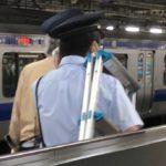 駅員が迷惑撮り鉄への対策を強化 複数の駅で三脚や脚立を没収 実際に緊急停車する事態も