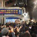 【1秒で売り切れた】JR九州のSL人吉が「無限列車」に 「SL鬼滅の刃」が初運行 駅や車内の様子は?