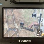 【テロ未遂?】撮り鉄が「サロンカーなにわ」撮影のためJR山陰本線の線路に侵入し辺りを物色 転てつ機を操作