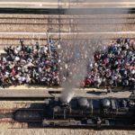 【人気過ぎて問題に】「SL鬼滅の刃」運行で久留米駅がファンで埋め尽くされる 身動きが全く取れない状況に