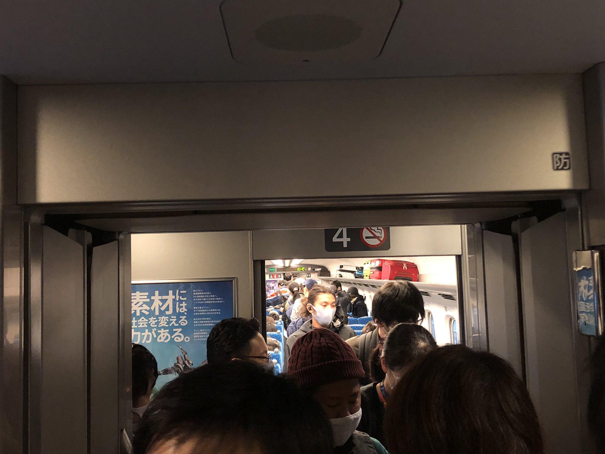 【指定席が全て満席】山陽新幹線がデッキまで人が溢れる大混雑に コロナ感染が心配される中なぜなのか