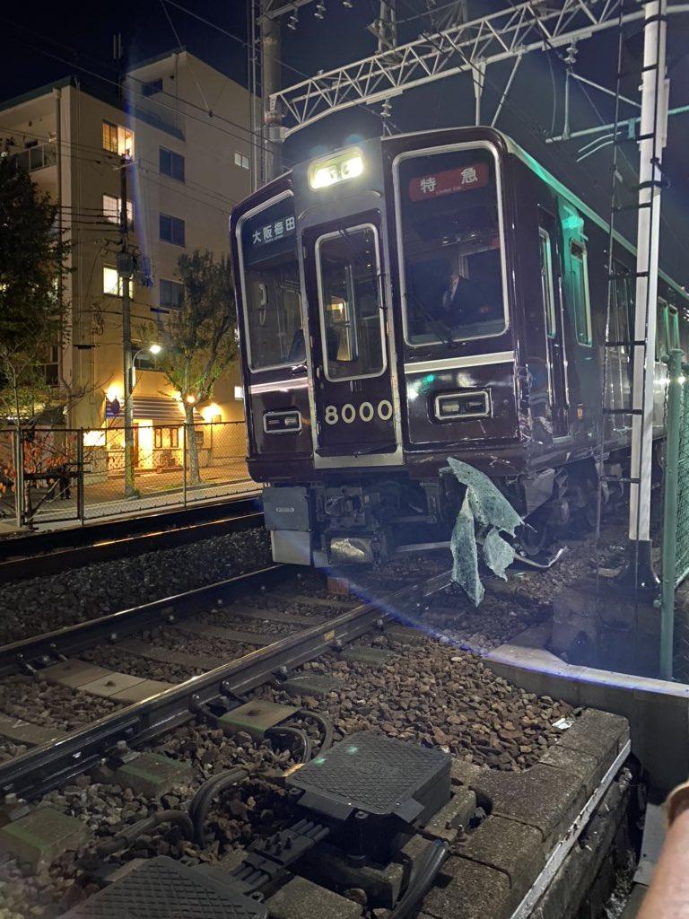 【阪急神戸線】特急列車が衝突事故・脱線 自動車と踏切内で 再開見込み立たず 阪急8000系