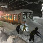 【JR東日本】上越線が大雪の影響で終日運転見合わせ 除雪作業が難航し再開目処立たず 「早急に復旧させて欲しい」との文句に批判殺到