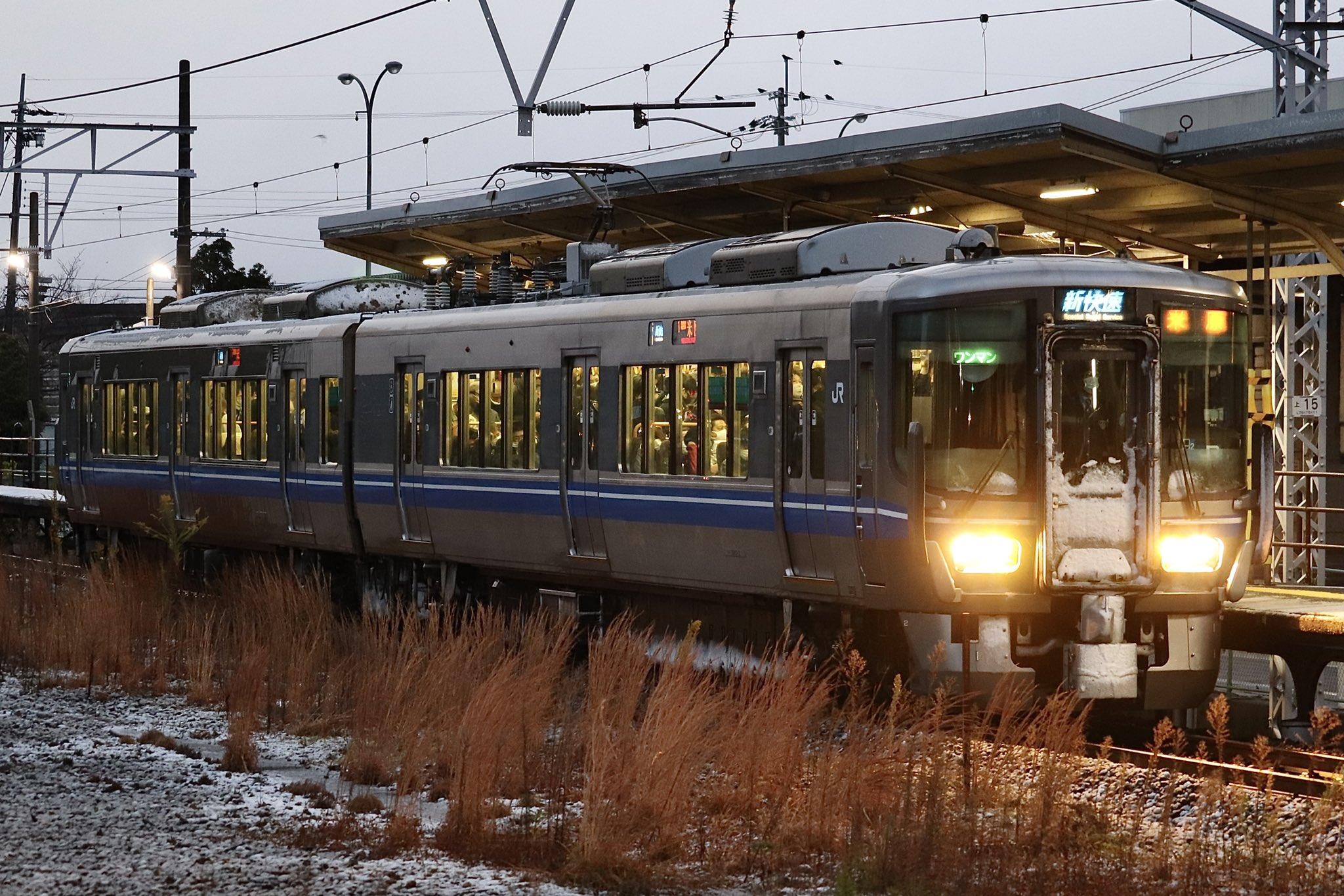 【JR西日本】新快速が2両ワンマンに 521系が代走