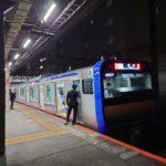 【悲報】撮り鉄がE235系を巡り横浜駅で殴り合い 割り込みが原因で警察沙汰に これから嫌ほど見れる車両なのに一体なぜ