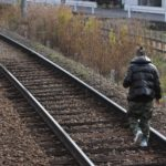 【無賃乗車】二階堂駅でホームから降りて線路を歩いて外に出る男が目撃される 鉄オタが「注意しなかったら同罪」と投稿者を非難