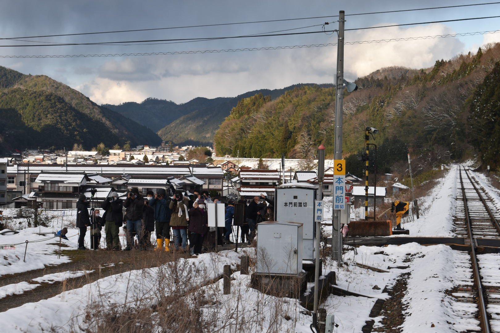 【津和野稲成号】津和野町の撮り鉄対策はウソだった 三脚黙認 人数は15人程度 明日は荒れるかも?