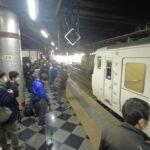 185系新幹線救済臨は鉄オタ専用列車に 大宮~上野で立席 ホームは大混雑
