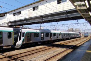 【悲報】横浜線長津田駅の入場制限は鉄道ファンのせい? 甲種輸送目当てに殺到か