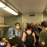 【また手出し】185系「鎌倉あじさい号」が鉄道ファンで大荒れ 音鉄のせいでデッキが通行不可に