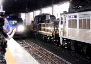 【悲報】福岡県鉄道警察隊が鉄道ファンに警告 博多駅ホームに100人以上集結