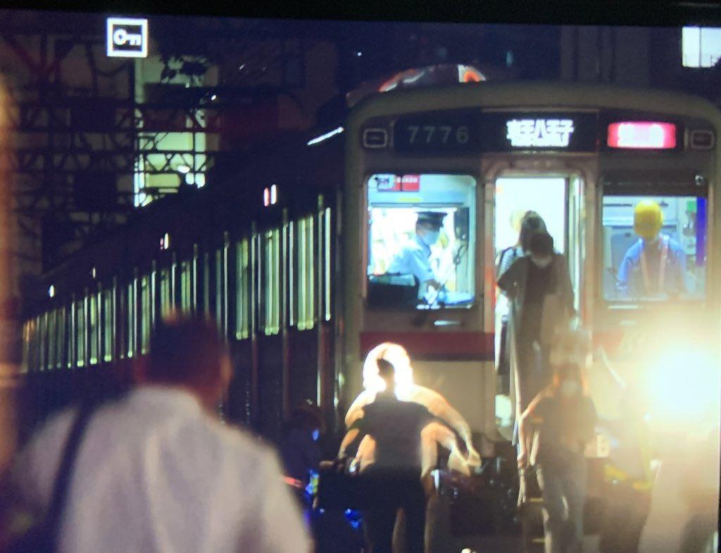 【運転不可?】京王線で乗客が線路に避難する事態に 推進運転で回送