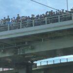 【DD51重連で異常事態が】悪質な撮り鉄らが加島陸橋を塞いでしまう 警察が事故回避のために車線規制