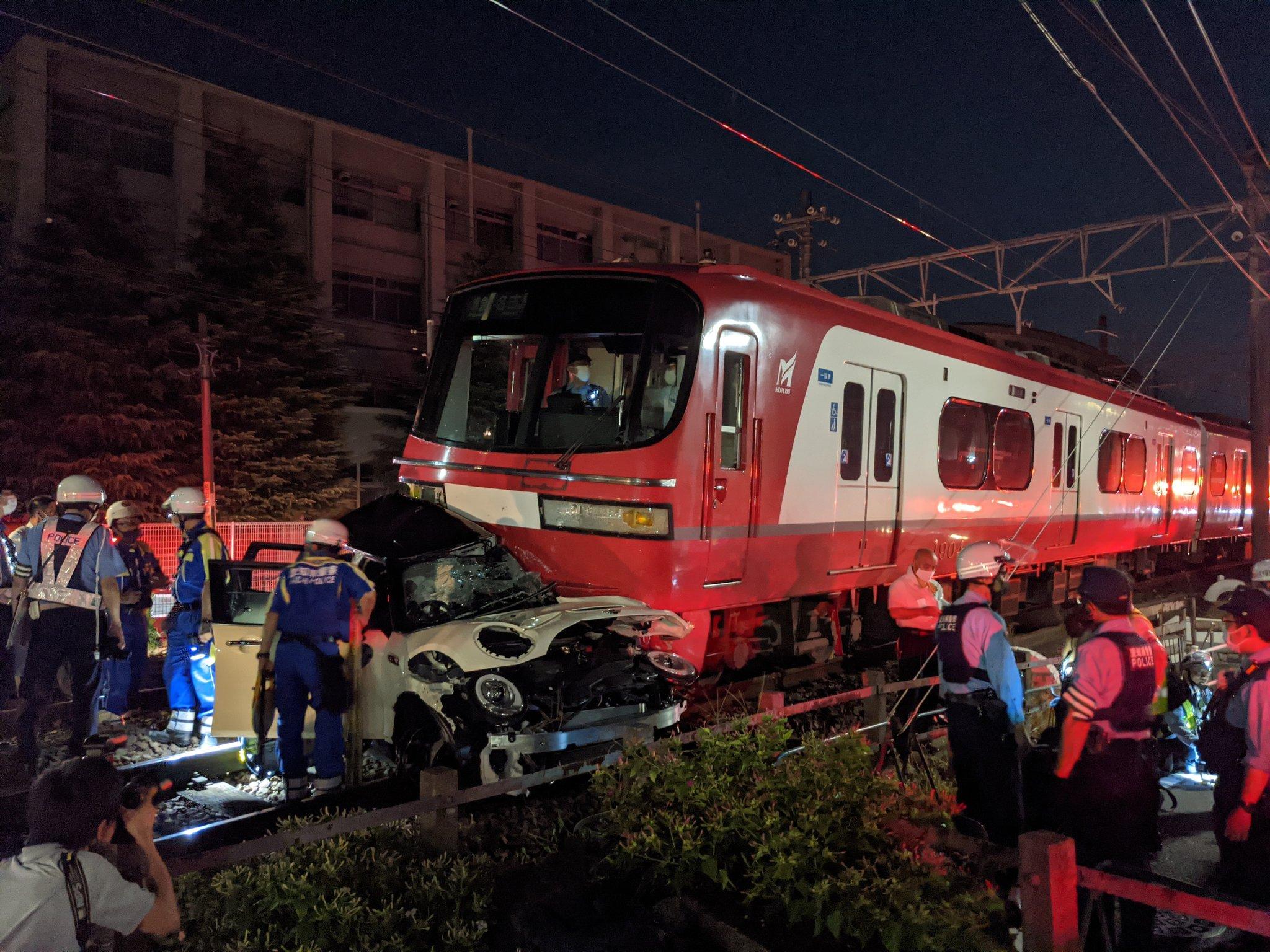 【名鉄】鳴海〜本星崎で踏切事故 乗用車が200m引きずられ1804Fが大破