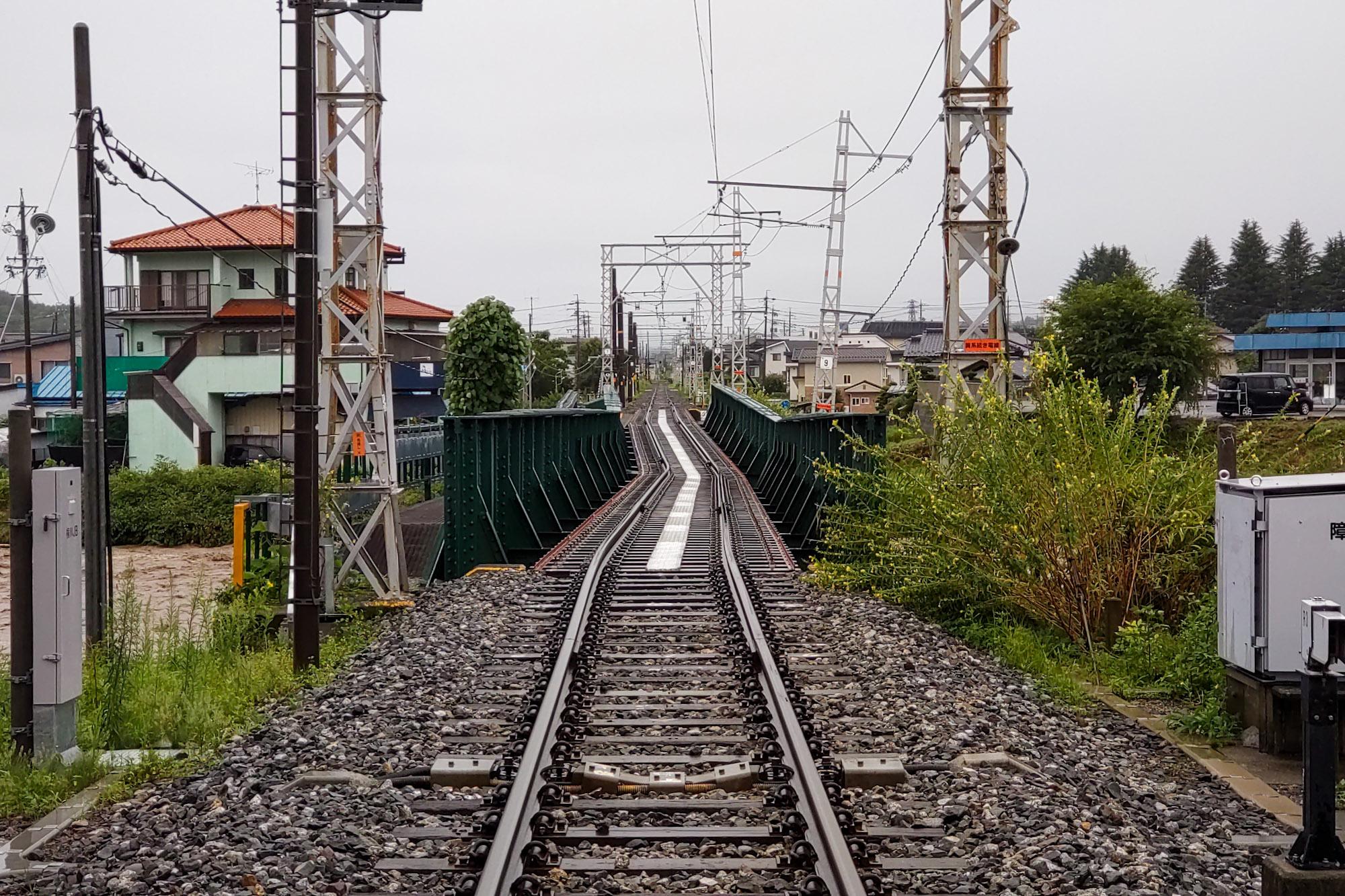 飯田線・アルピコで甚大な被害 橋脚の根元が流され傾く 復旧見込み立たず