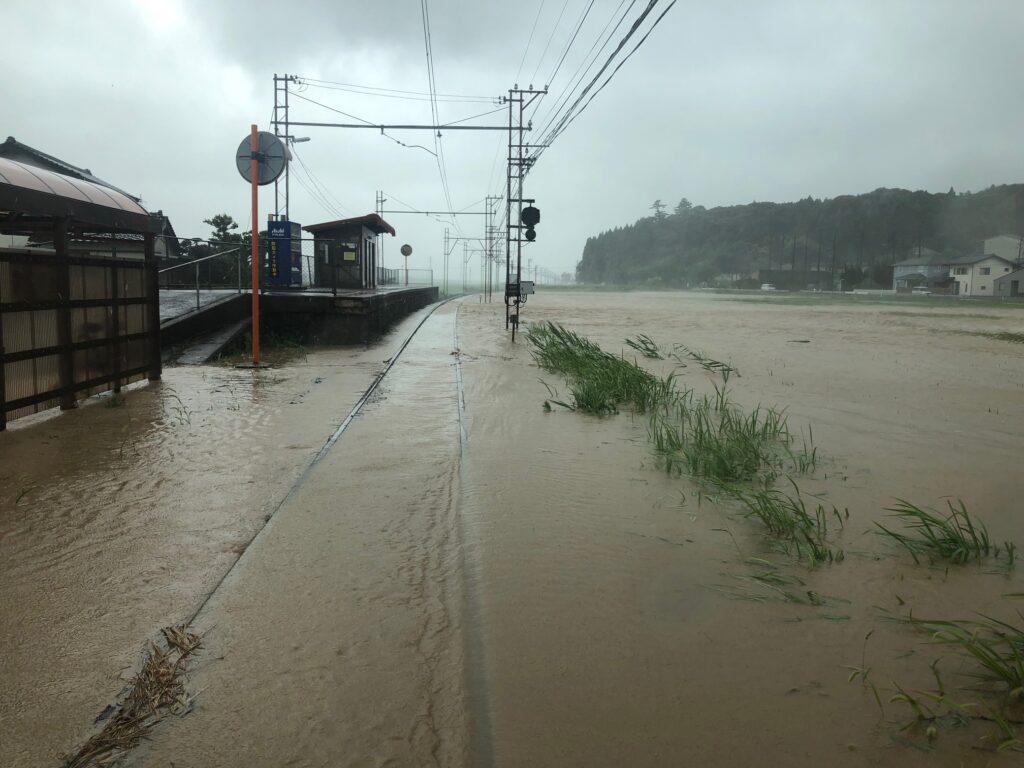 一畑電車台風9号で線路が水没 美談駅
